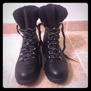 Black fur-lined boots
